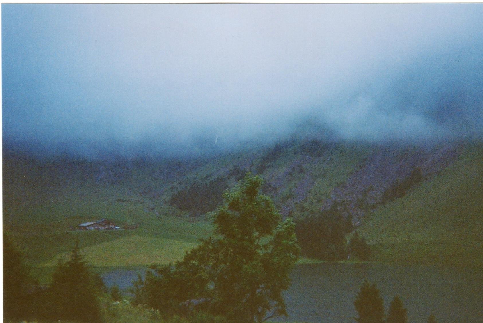 Le lac des confins sous la brume, en argentique