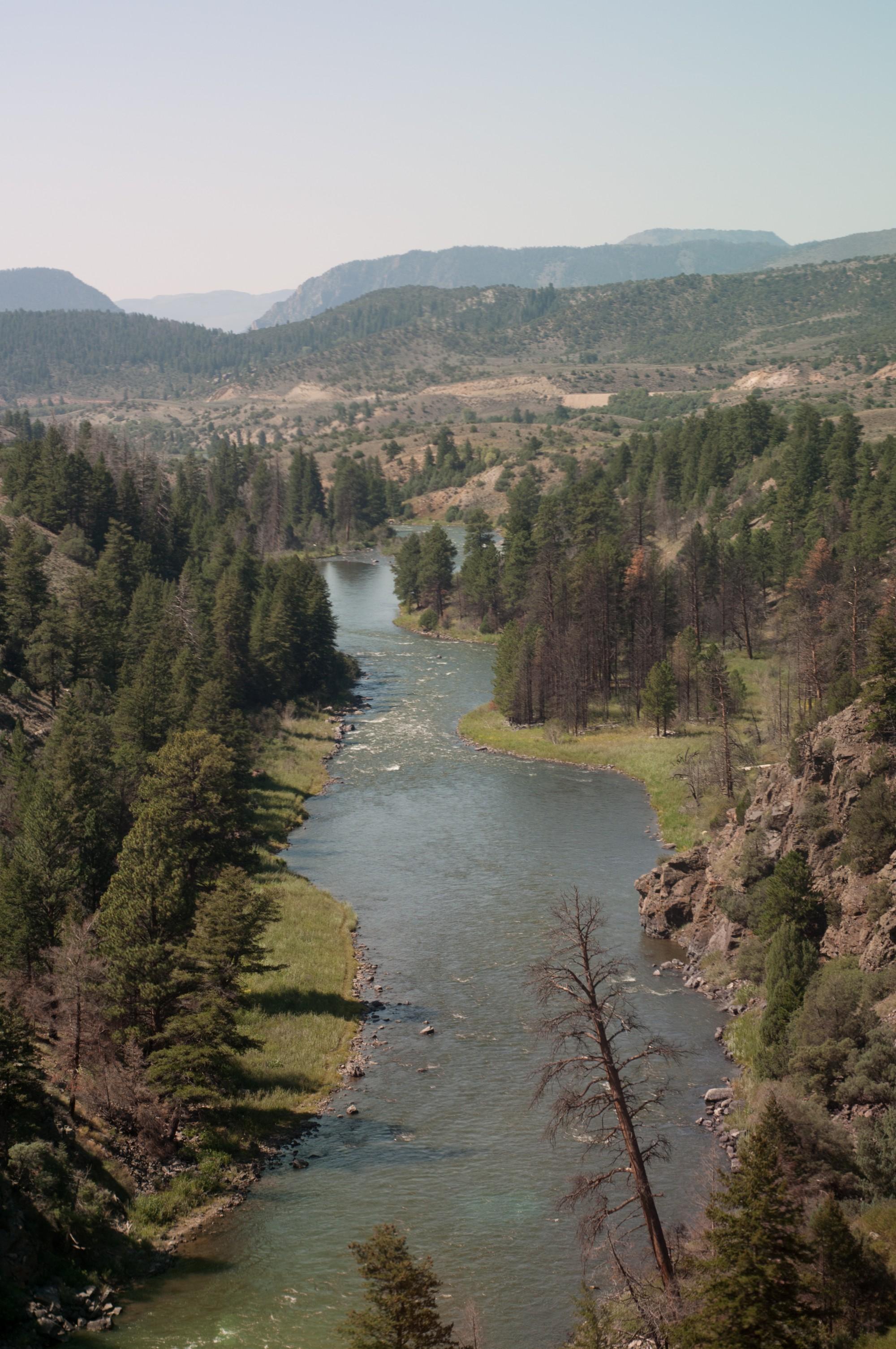 Le long d'une vallée... Et là, j'en suis sûre, c'est le Colorado.