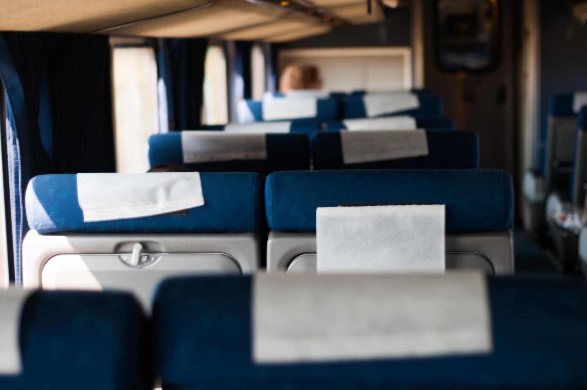 A l'intérieur ? Pas grand monde. Le wagon panoramique est plein. Tout les passagers sont subjugués par la beauté du paysage.